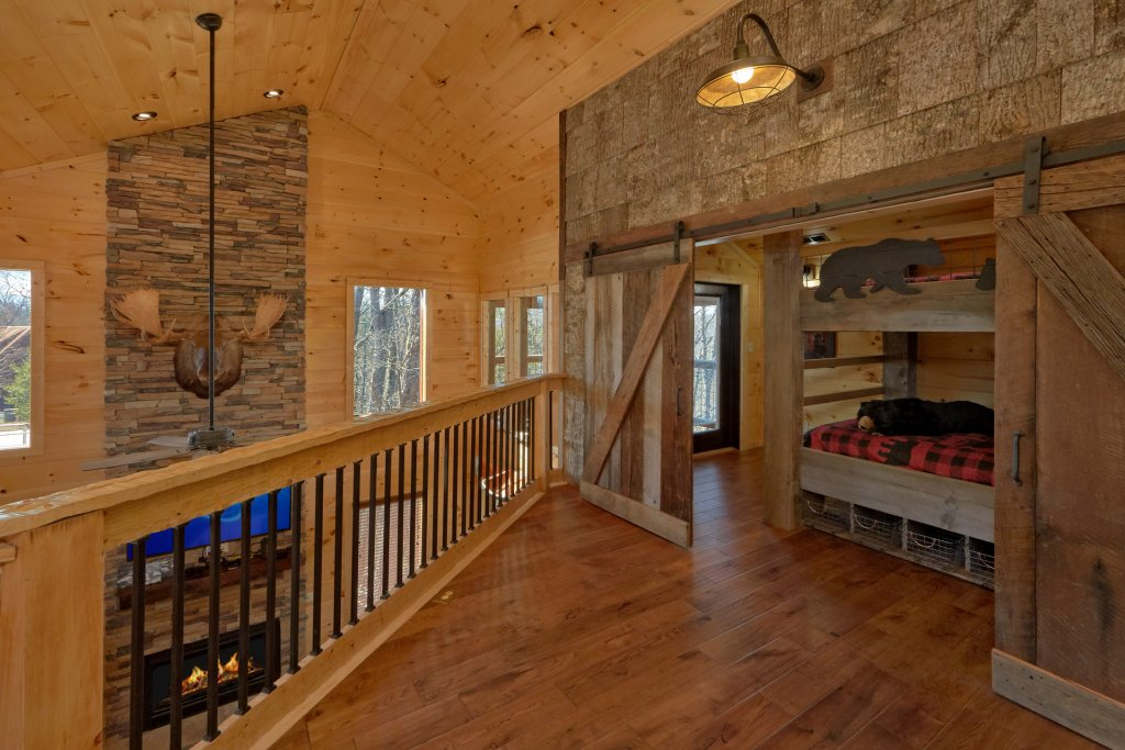 Photo of a Gatlinburg Cabin named Copper Creek Lodge - This is the thirty-eighth photo in the set.