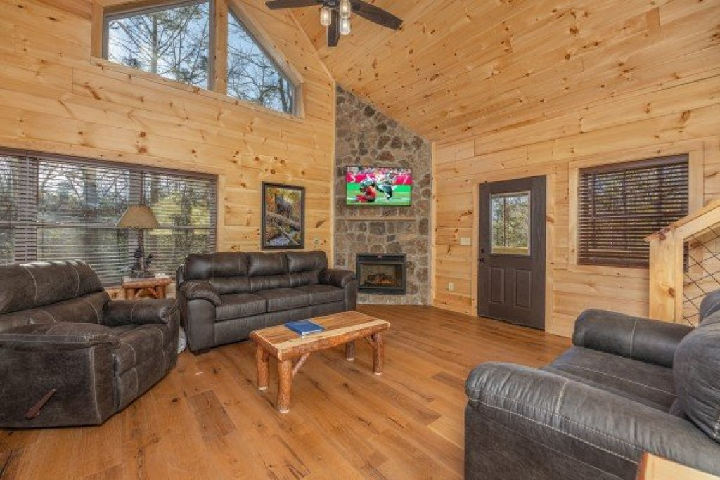 Photo of a Gatlinburg Cabin named Bessy Bears Cabin - This is the fourth photo in the set.