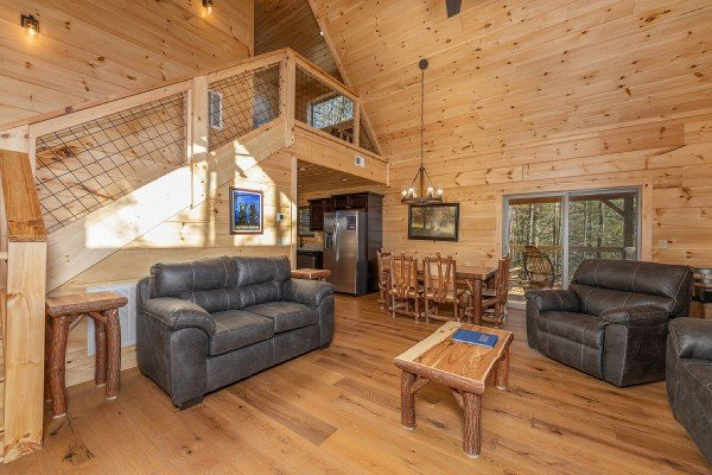 Photo of a Gatlinburg Cabin named Bessy Bears Cabin - This is the first photo in the set.
