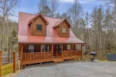 A 2 Bedroom, 2 Bathroom Luxury Cabin. Semi-secluded, Wooded, And On Easy Roads.