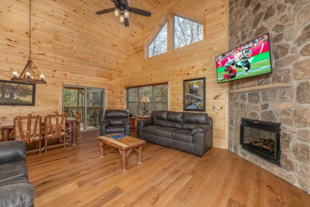 Photo of a Gatlinburg Cabin named Bessy Bears Cabin - This is the third photo in the set.