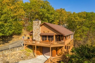 A 4 Bedroom, 3 Bathroom, Luxury Cabin For 12 With A Great Game Room.