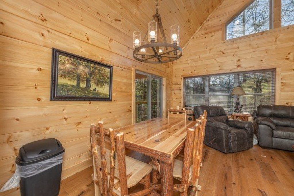Photo of a Gatlinburg Cabin named Bessy Bears Cabin - This is the fifth photo in the set.