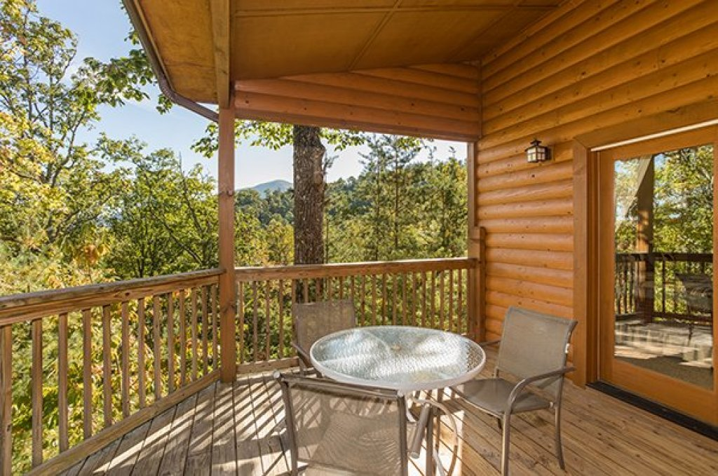 Photo of a Sevierville Cabin named Mountain Valley Hideaway - This is the twentieth photo in the set.