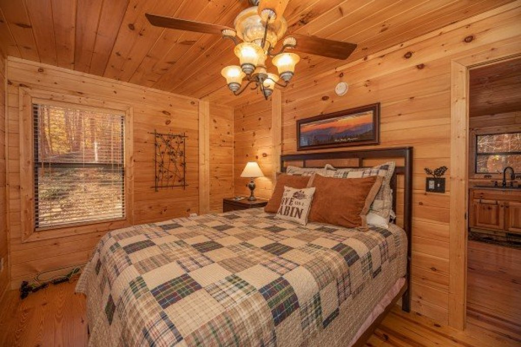 Photo of a Sevierville Cabin named All Hours - This is the tenth photo in the set.