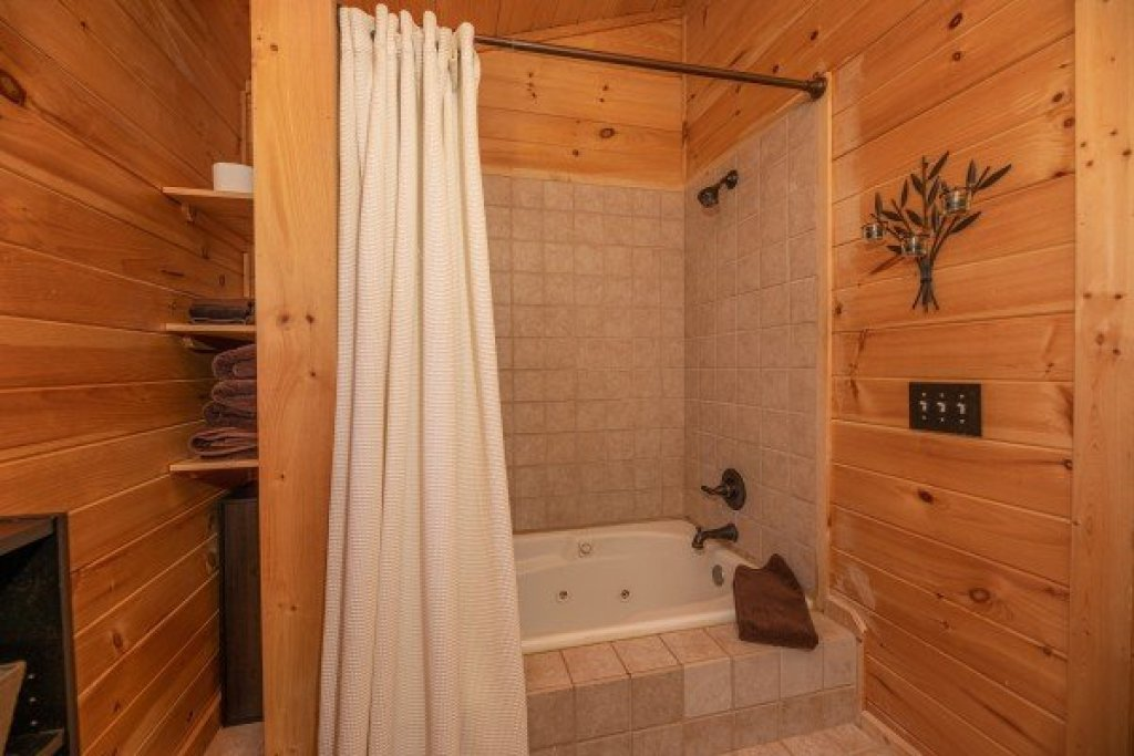Photo of a Sevierville Cabin named All Hours - This is the thirteenth photo in the set.