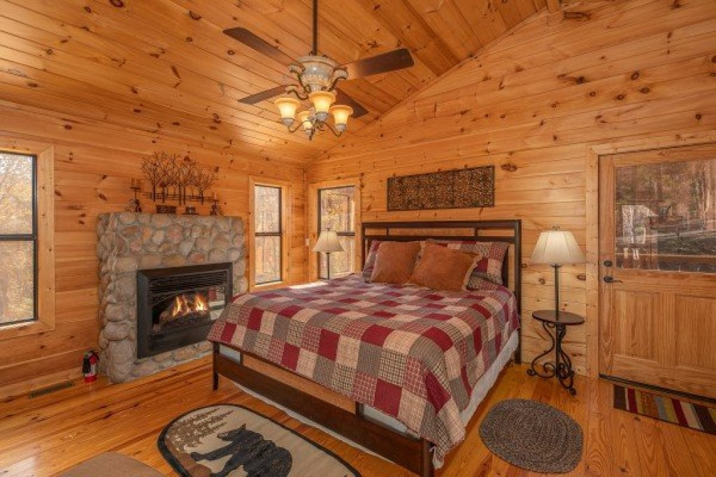 Photo of a Sevierville Cabin named All Hours - This is the eleventh photo in the set.