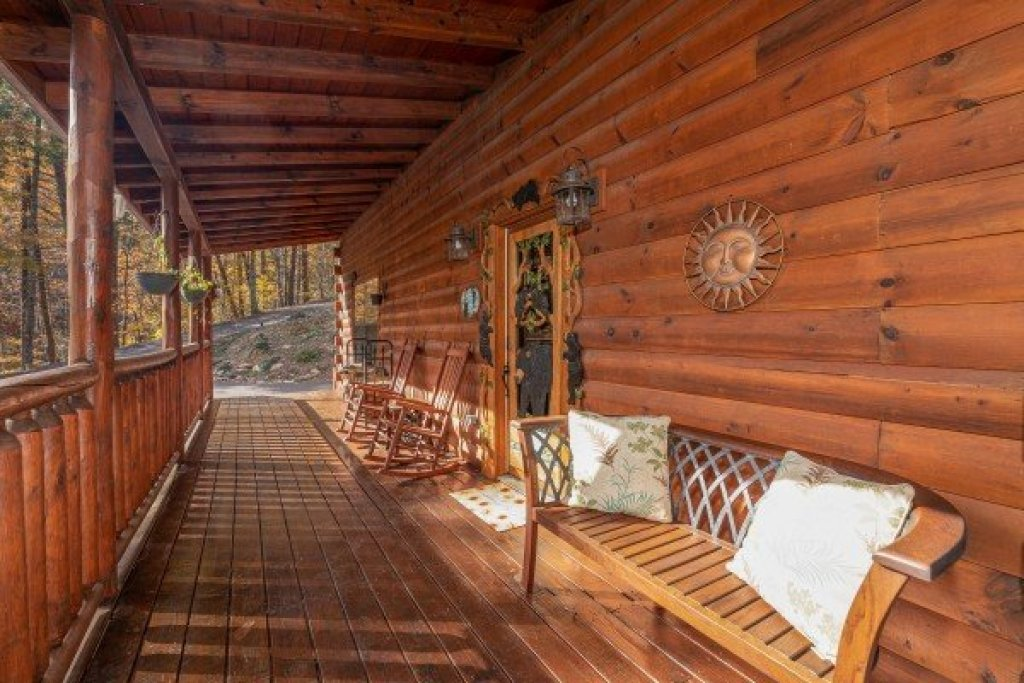 Photo of a Sevierville Cabin named All Hours - This is the twenty-fourth photo in the set.