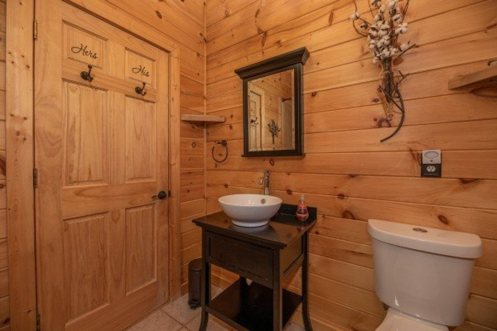 Photo of a Sevierville Cabin named All Hours - This is the fourteenth photo in the set.