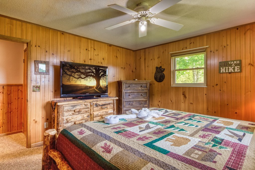 Photo of a Sevierville Cabin named Lazy Bear Ranch #430 - This is the fourteenth photo in the set.