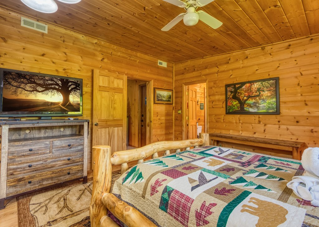 Photo of a Sevierville Cabin named Lazy Bear Ranch #430 - This is the sixteenth photo in the set.