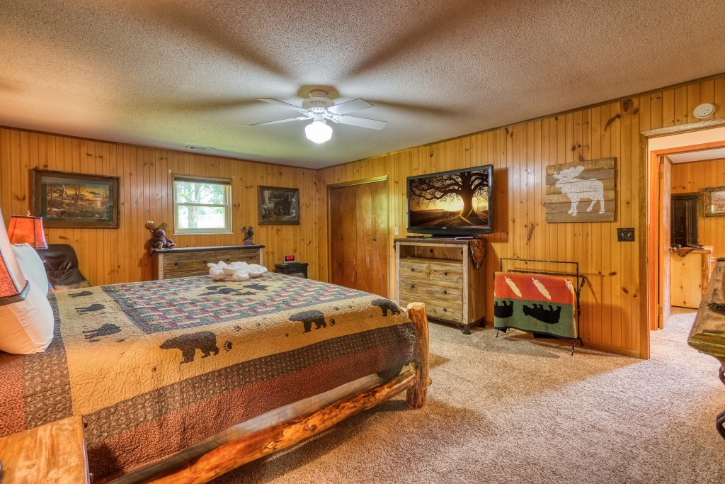 Photo of a Sevierville Cabin named Lazy Bear Ranch #430 - This is the eleventh photo in the set.