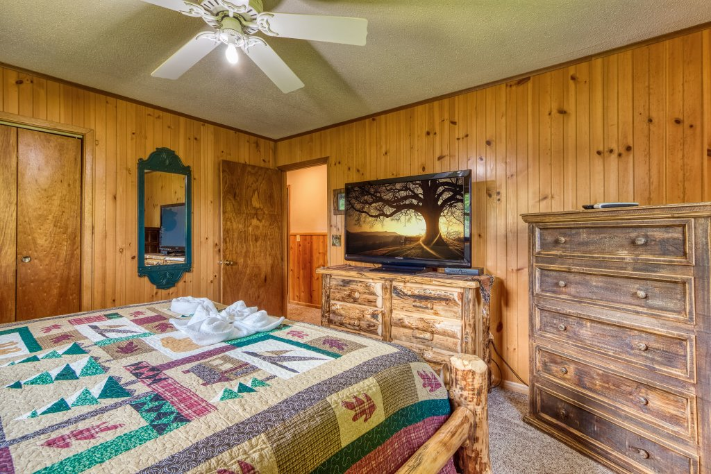 Photo of a Sevierville Cabin named Lazy Bear Ranch #430 - This is the seventeenth photo in the set.