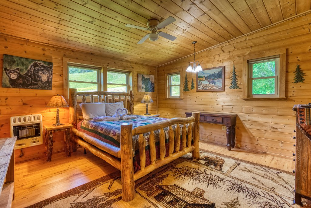 Photo of a Sevierville Cabin named Lazy Bear Ranch #430 - This is the twenty-third photo in the set.