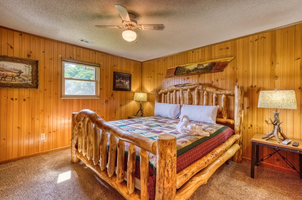 Photo of a Sevierville Cabin named Lazy Bear Ranch #430 - This is the thirteenth photo in the set.