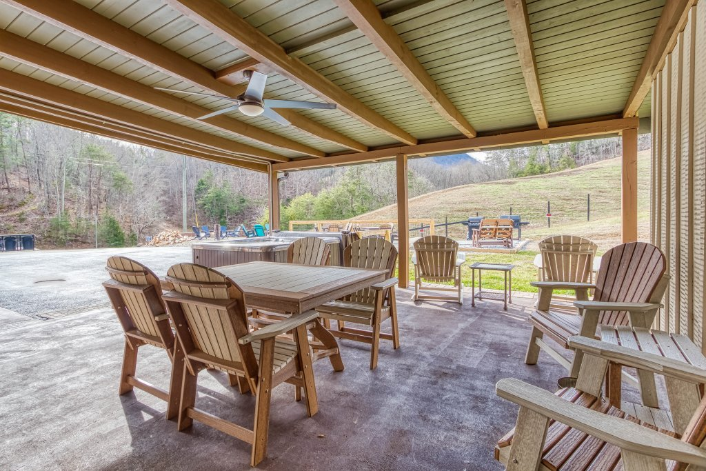 Photo of a Sevierville Cabin named Lazy Bear Ranch #430 - This is the forty-fourth photo in the set.