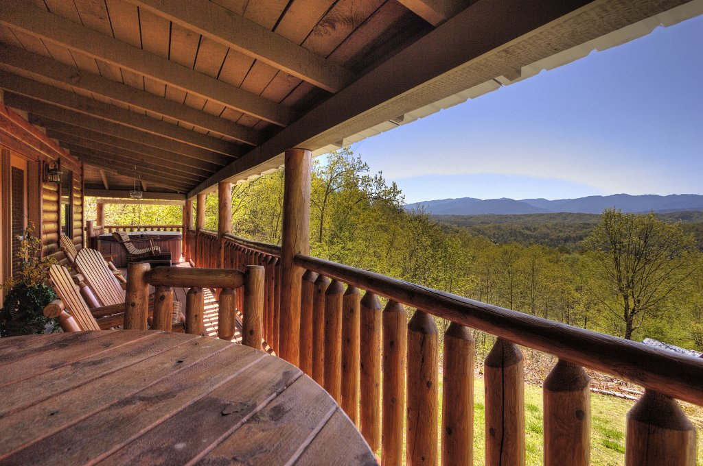 Photo of a Pigeon Forge Cabin named Grandpa Bear's View #233 - This is the twenty-ninth photo in the set.