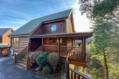 A 2 Bedroom, 2 Bath Luxury Cabin For 8 With A Game Loft, On Easy Access Roads.