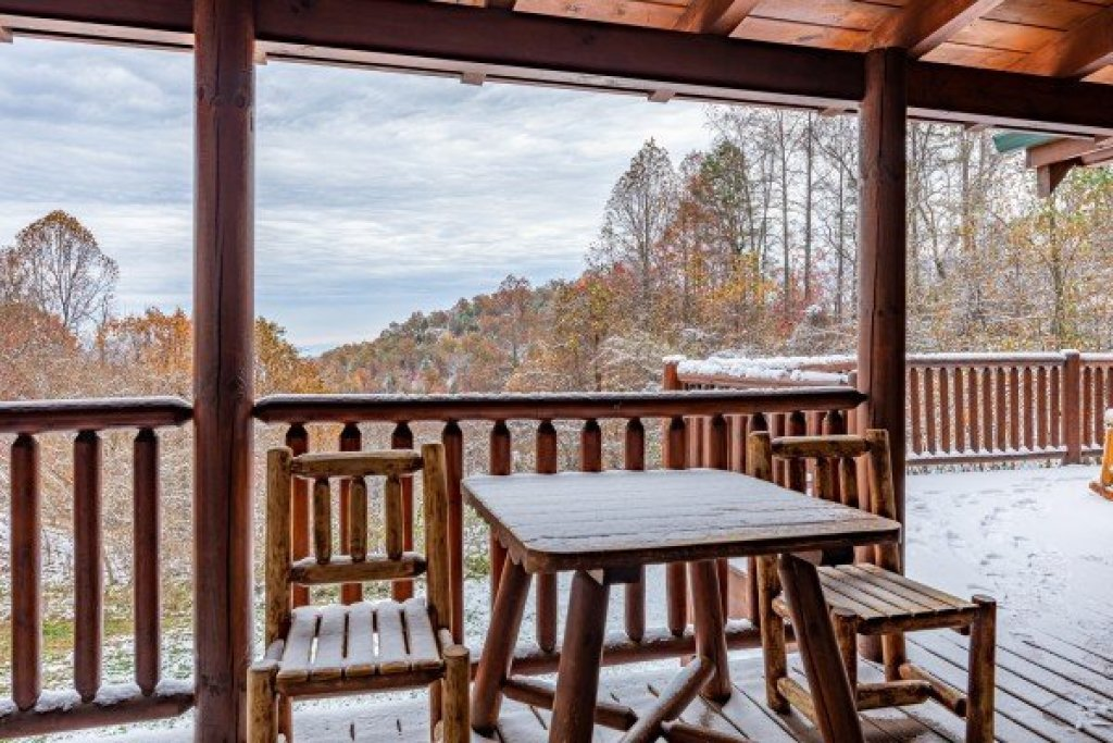 Photo of a Sevierville Cabin named Lookout Lodge - This is the seventh photo in the set.