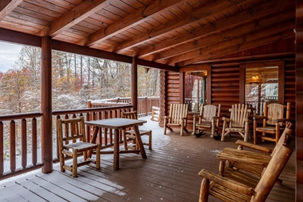 Photo of a Sevierville Cabin named Lookout Lodge - This is the sixth photo in the set.