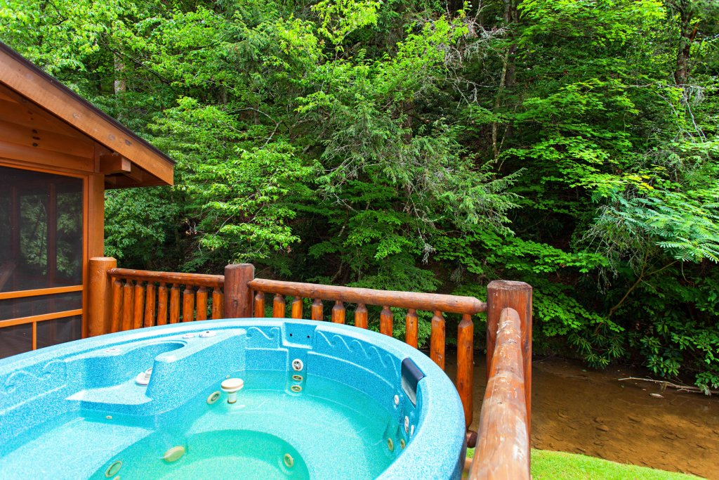 Photo of a Pigeon Forge Cabin named Creekside Lodge - This is the third photo in the set.