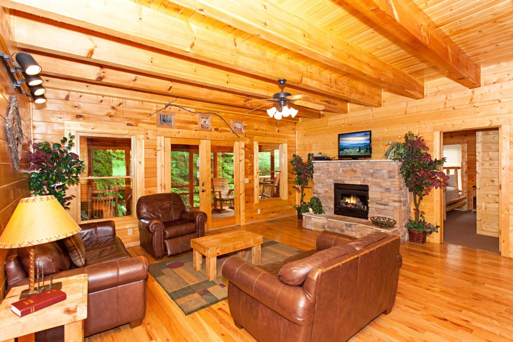 Photo of a Pigeon Forge Cabin named Creekside Lodge - This is the fourth photo in the set.