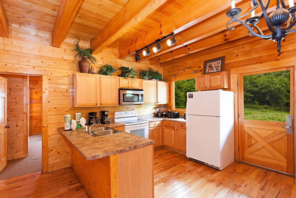 Photo of a Pigeon Forge Cabin named Creekside Lodge - This is the fifth photo in the set.