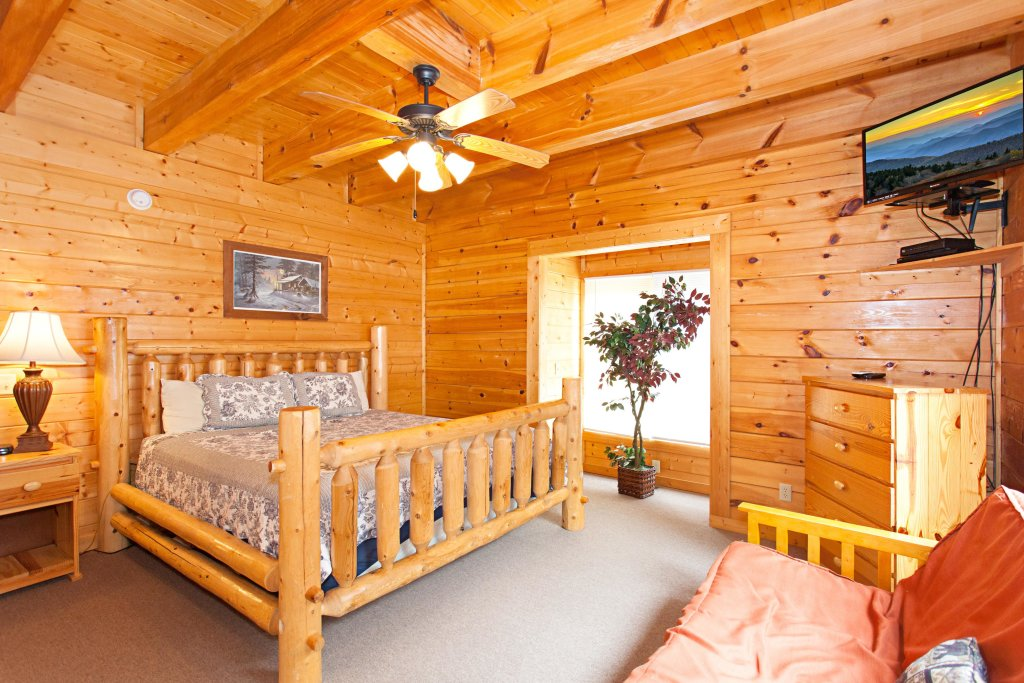 Photo of a Pigeon Forge Cabin named Creekside Lodge - This is the tenth photo in the set.