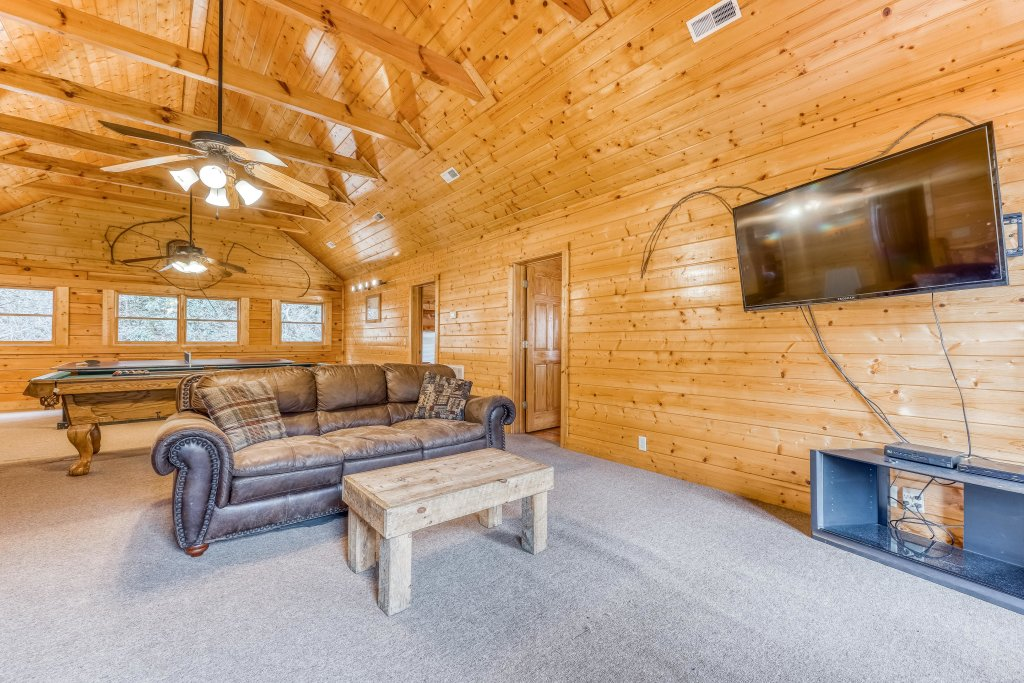 Photo of a Pigeon Forge Cabin named Creekside Lodge - This is the sixth photo in the set.
