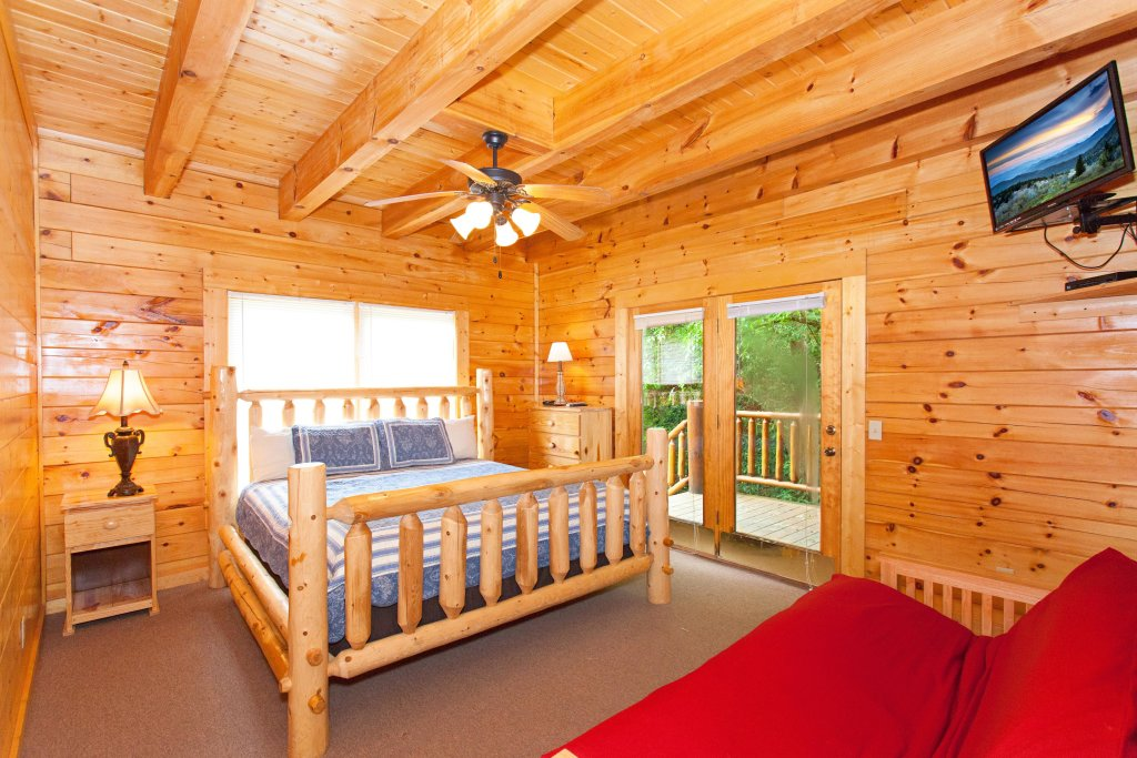 Photo of a Pigeon Forge Cabin named Creekside Lodge - This is the ninth photo in the set.