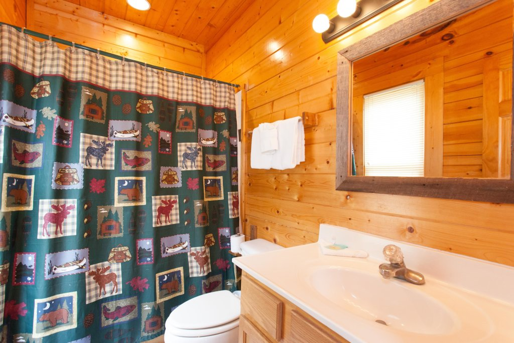 Photo of a Pigeon Forge Cabin named Creekside Lodge - This is the twenty-third photo in the set.