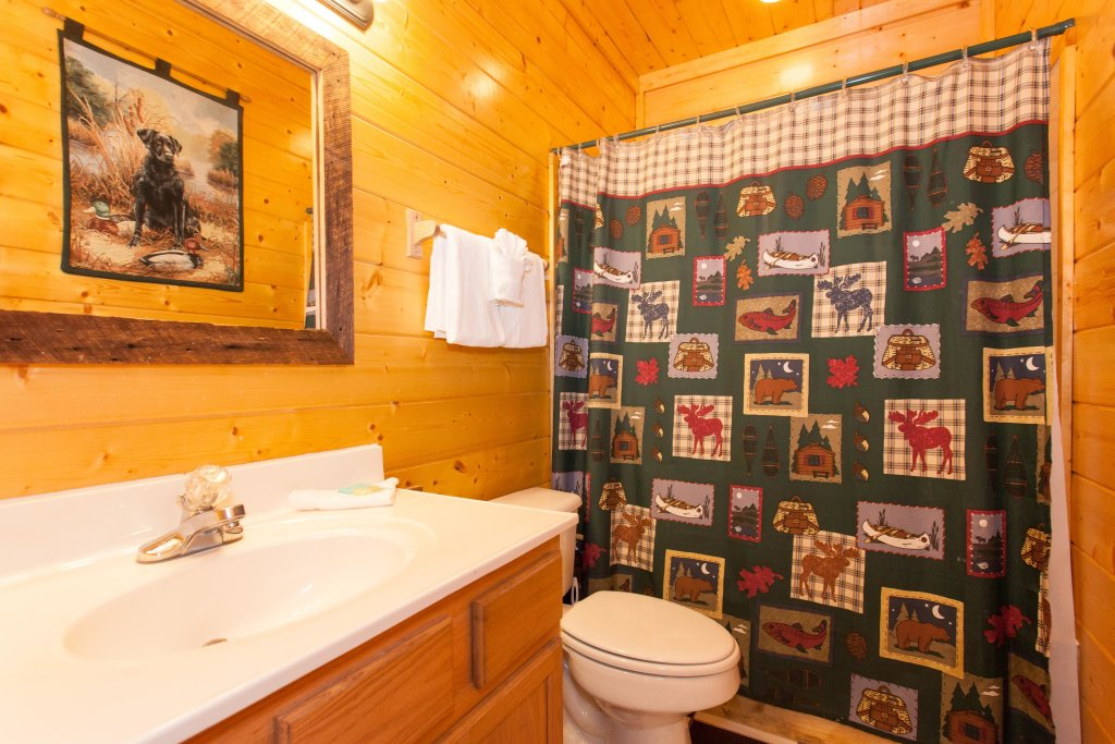 Photo of a Pigeon Forge Cabin named Creekside Lodge - This is the twenty-second photo in the set.