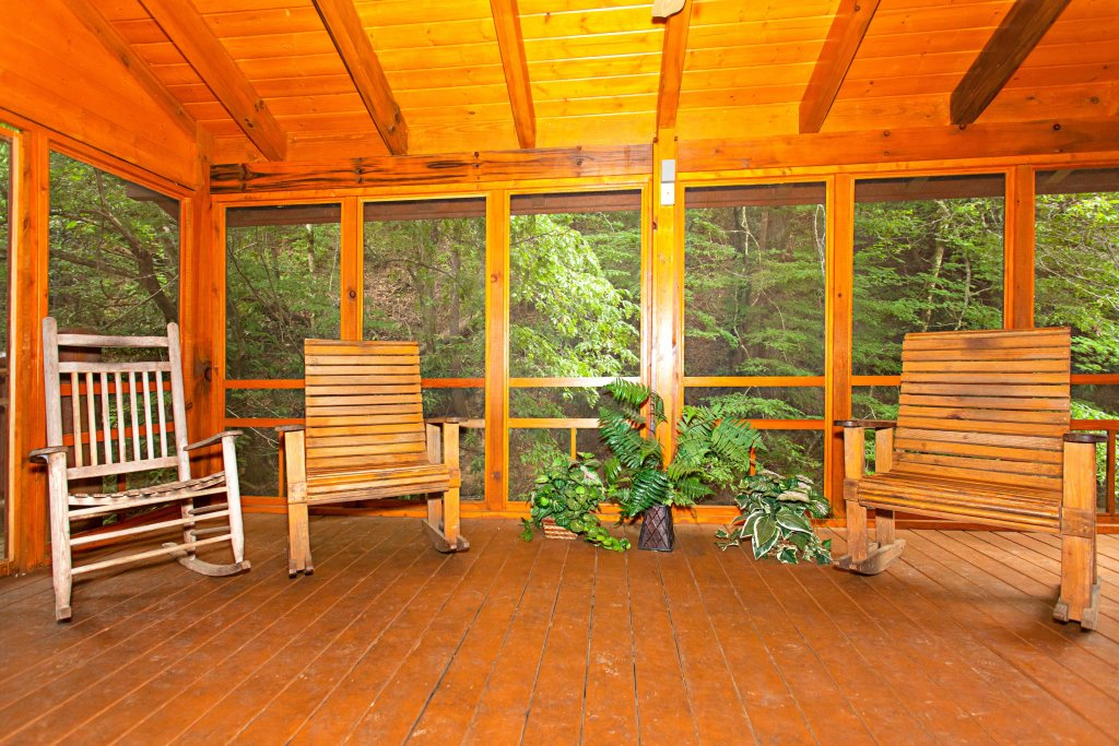 Photo of a Pigeon Forge Cabin named Creekside Lodge - This is the nineteenth photo in the set.