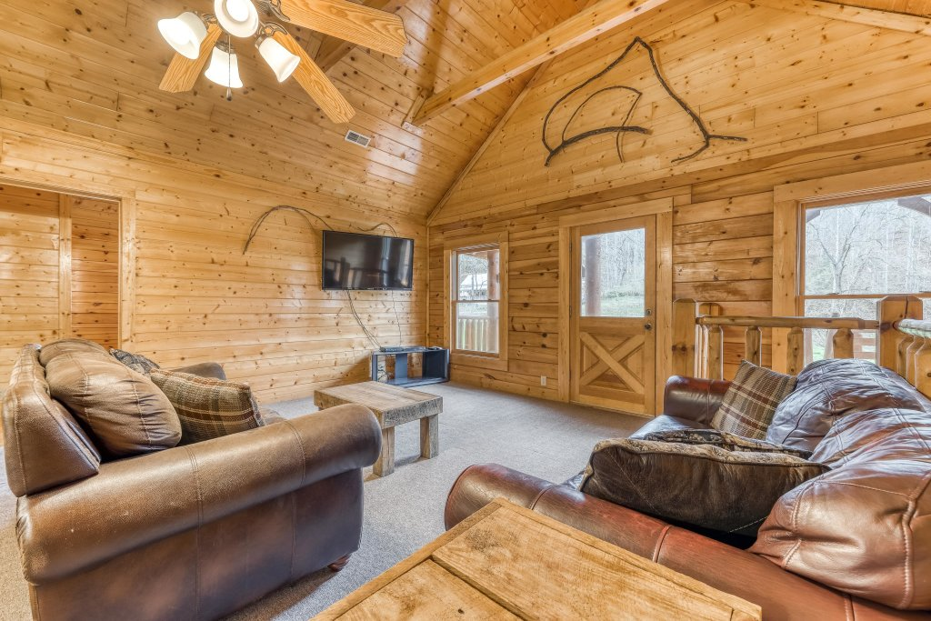 Photo of a Pigeon Forge Cabin named Creekside Lodge - This is the seventeenth photo in the set.