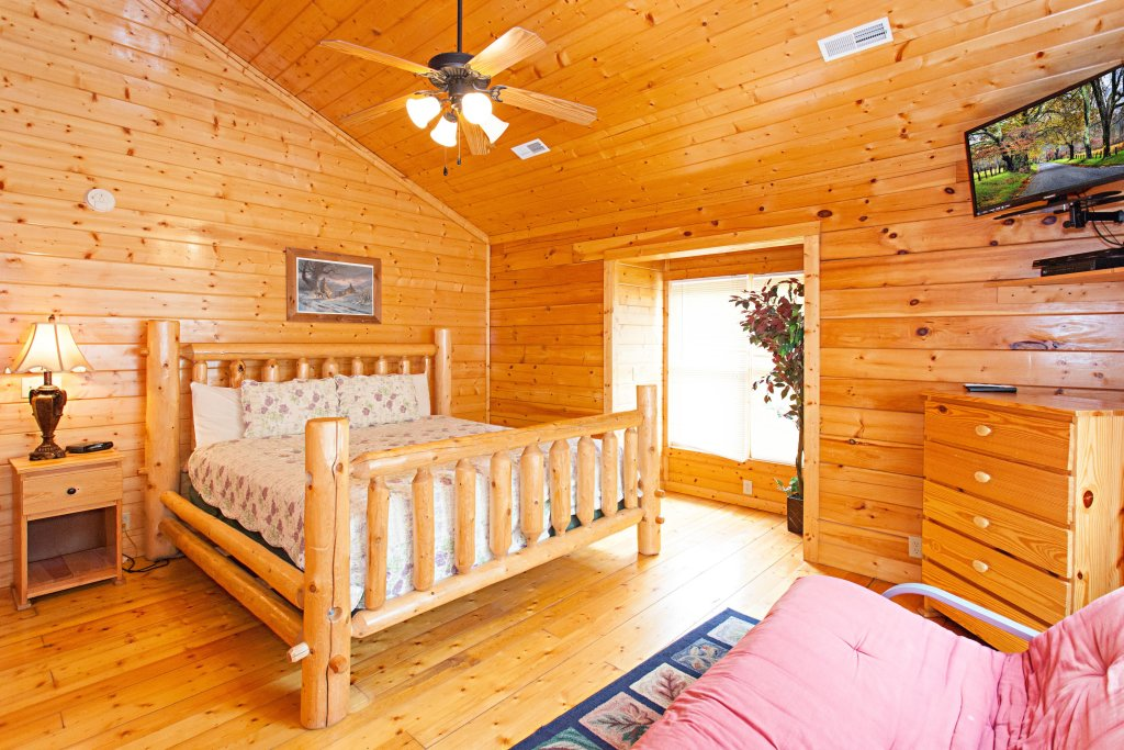 Photo of a Pigeon Forge Cabin named Creekside Lodge - This is the thirty-first photo in the set.