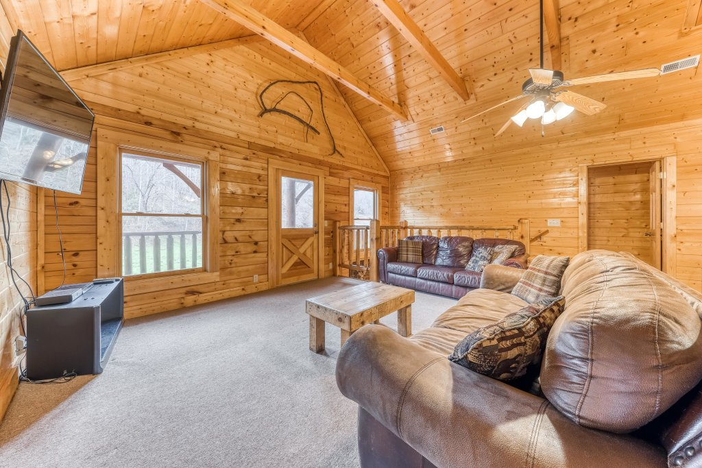 Photo of a Pigeon Forge Cabin named Creekside Lodge - This is the eighteenth photo in the set.
