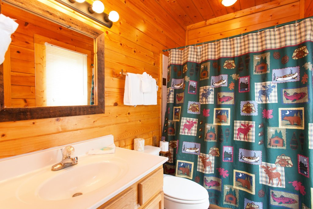Photo of a Pigeon Forge Cabin named Creekside Lodge - This is the twentieth photo in the set.