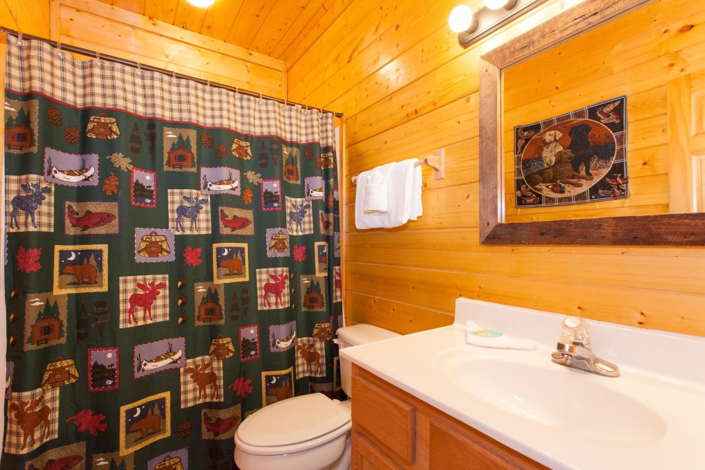 Photo of a Pigeon Forge Cabin named Creekside Lodge - This is the twenty-first photo in the set.
