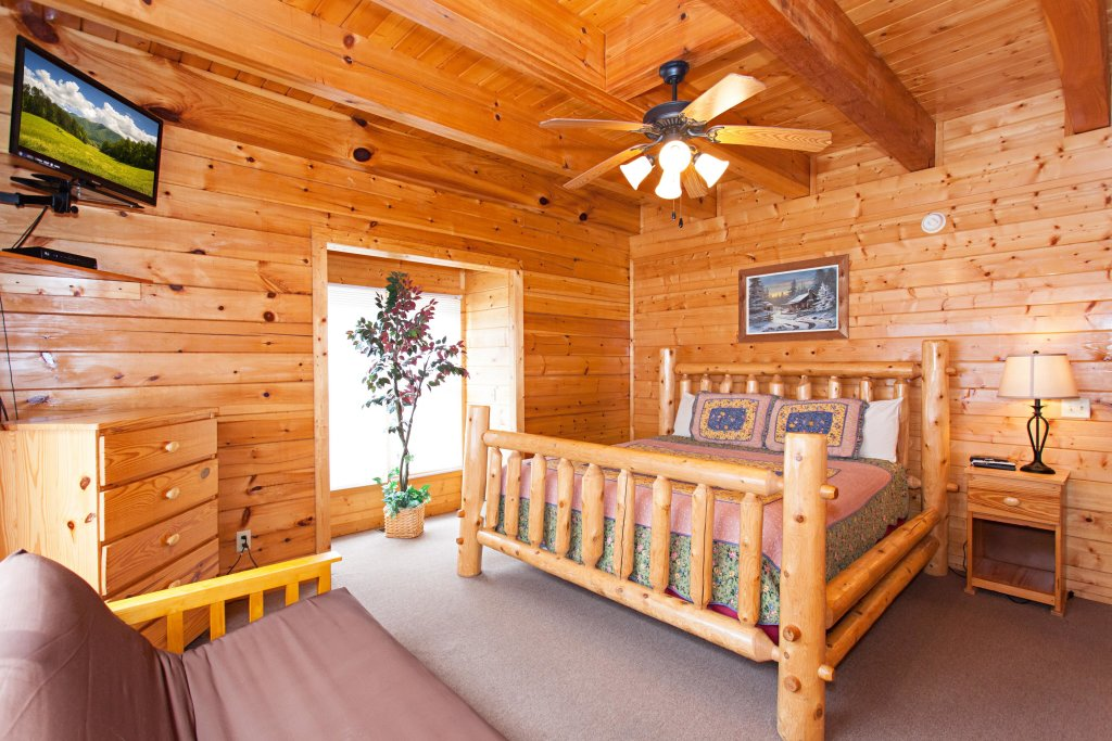 Photo of a Pigeon Forge Cabin named Creekside Lodge - This is the seventh photo in the set.