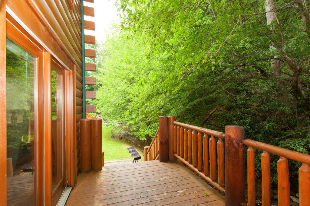 Photo of a Pigeon Forge Cabin named Creekside Lodge - This is the thirty-second photo in the set.