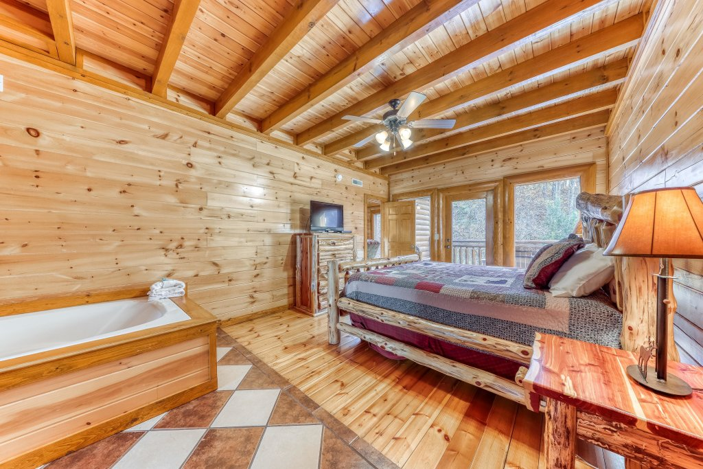 Photo of a Sevierville Cabin named Mountain Cinema Lodge - This is the twentieth photo in the set.
