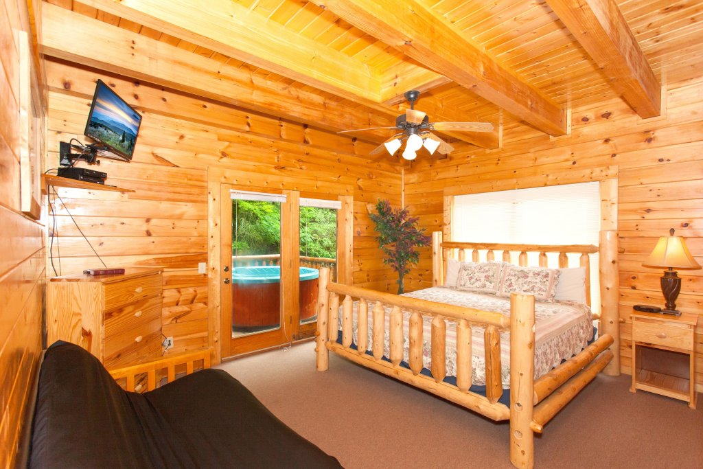 Photo of a Pigeon Forge Cabin named Creekside Lodge - This is the eighth photo in the set.