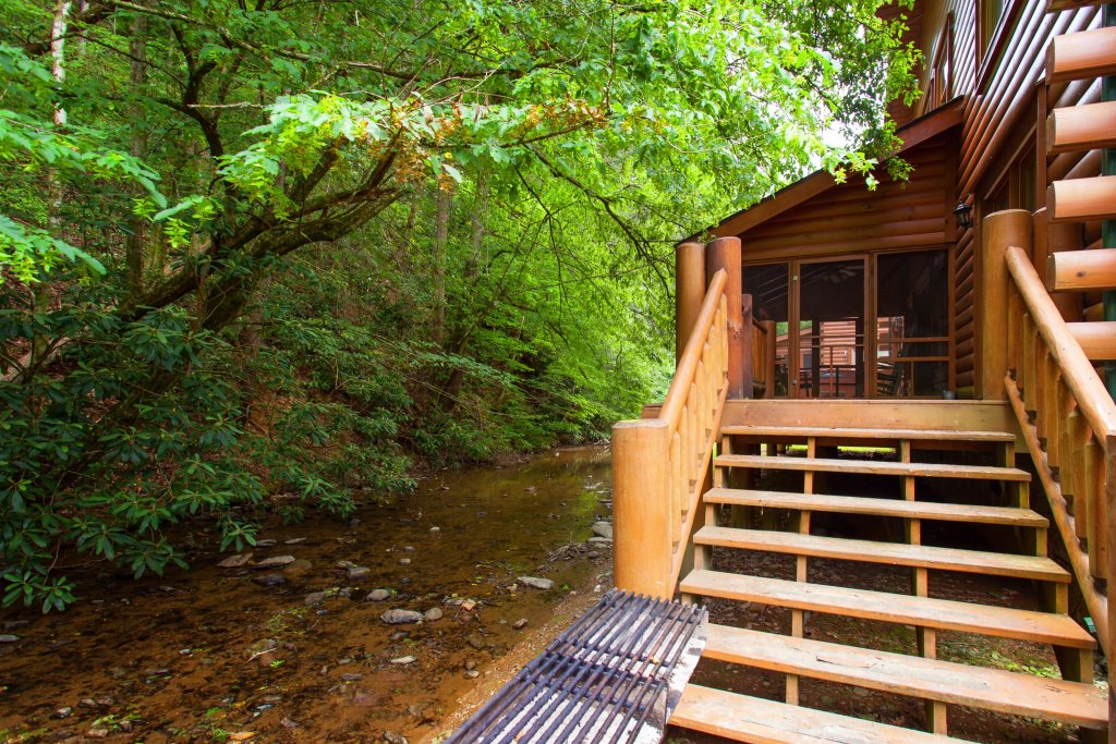 Photo of a Pigeon Forge Cabin named Creekside Lodge - This is the thirty-fifth photo in the set.