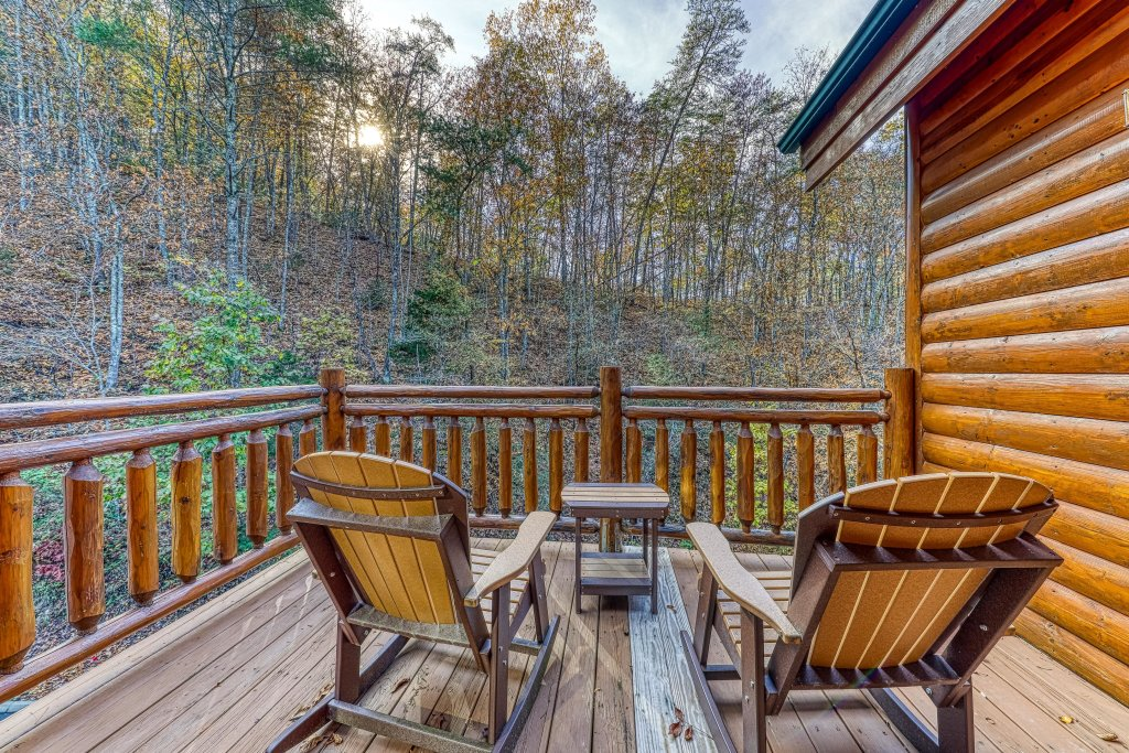 Photo of a Sevierville Cabin named Mountain Cinema Lodge - This is the twenty-fourth photo in the set.