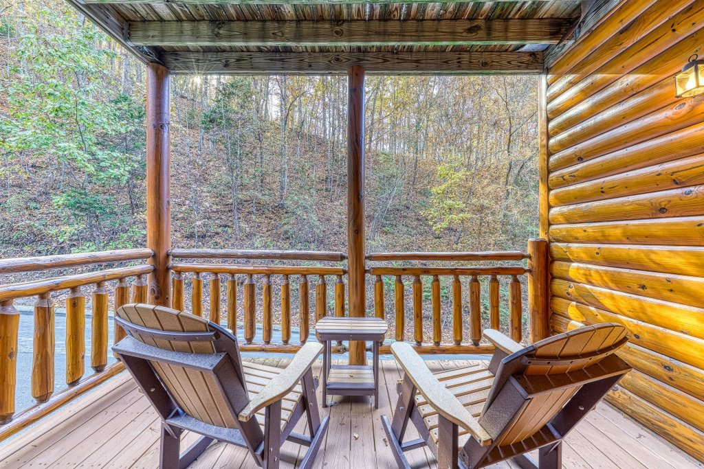 Photo of a Sevierville Cabin named Mountain Cinema Lodge - This is the twenty-seventh photo in the set.
