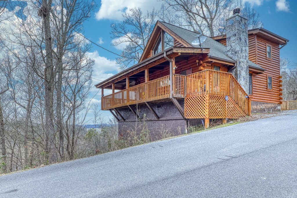 Photo of a Sevierville Cabin named Little Lake Lookout - This is the second photo in the set.