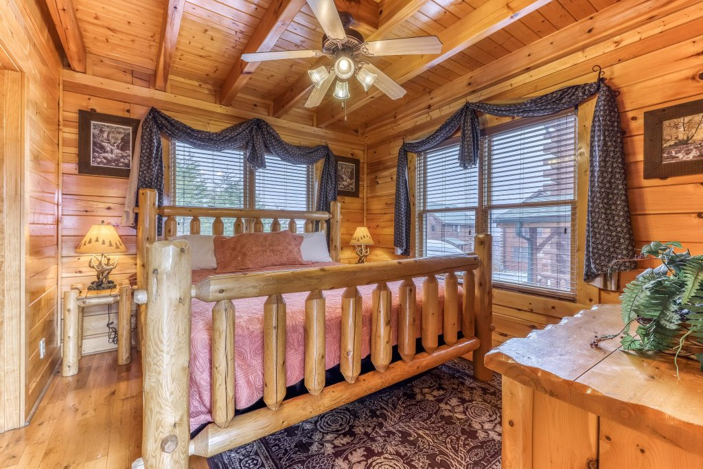 Photo of a Sevierville Cabin named Happy Place - This is the sixth photo in the set.
