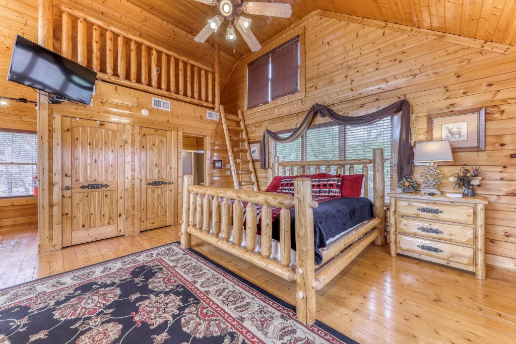 Photo of a Sevierville Cabin named Happy Place - This is the eighth photo in the set.