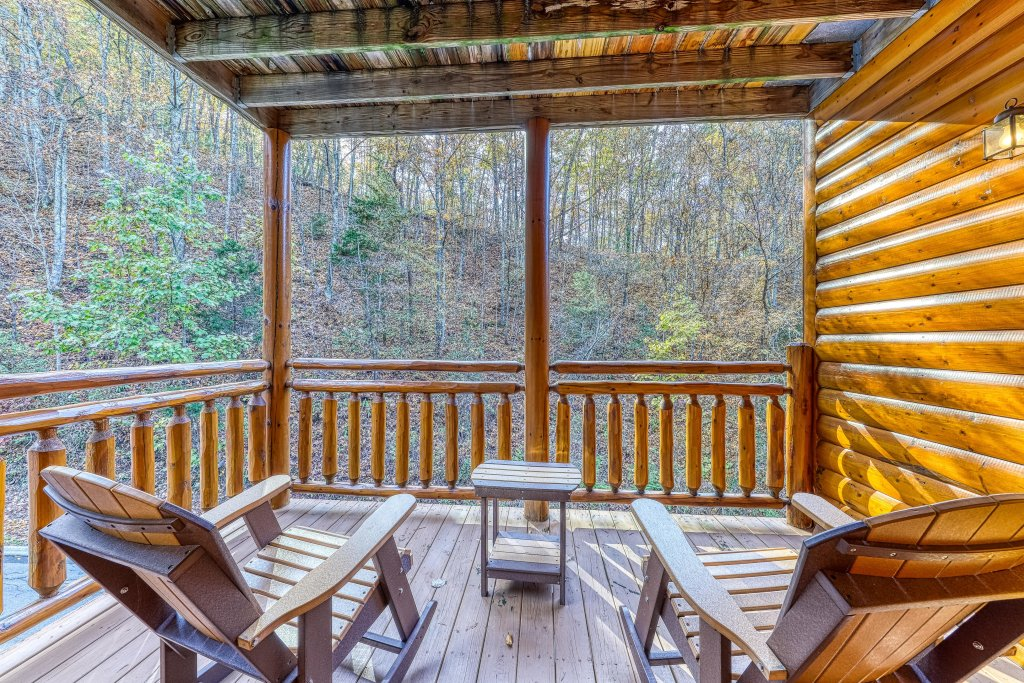 Photo of a Sevierville Cabin named Mountain Cinema Lodge - This is the thirty-sixth photo in the set.