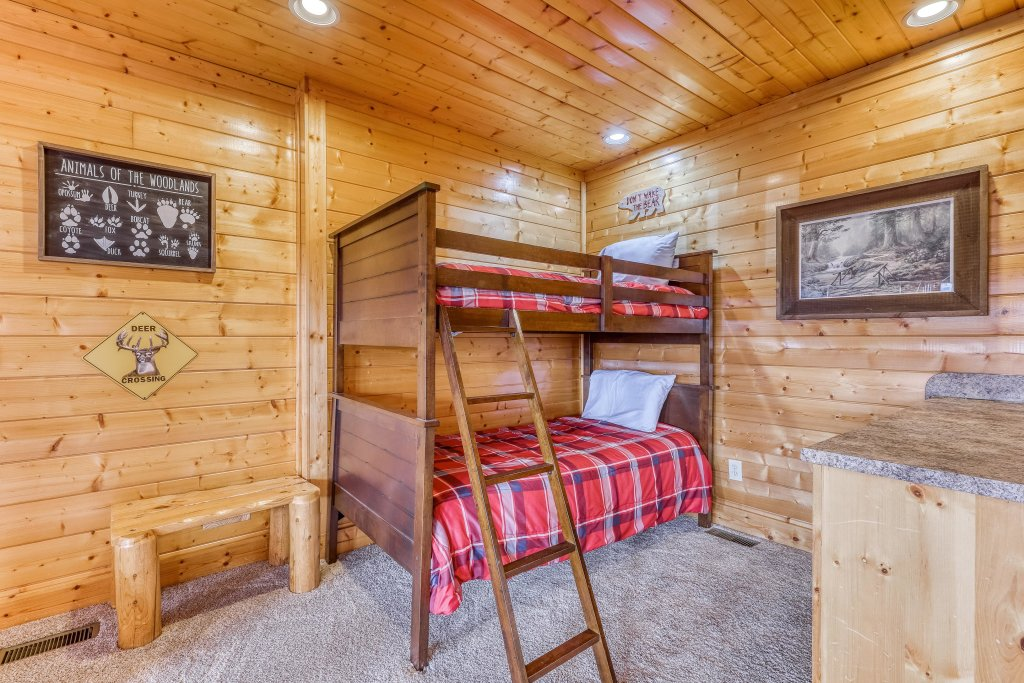 Photo of a Sevierville Cabin named Happy Place - This is the twenty-first photo in the set.
